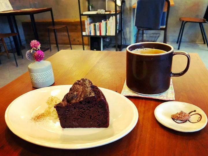Trim_chocolate-cake