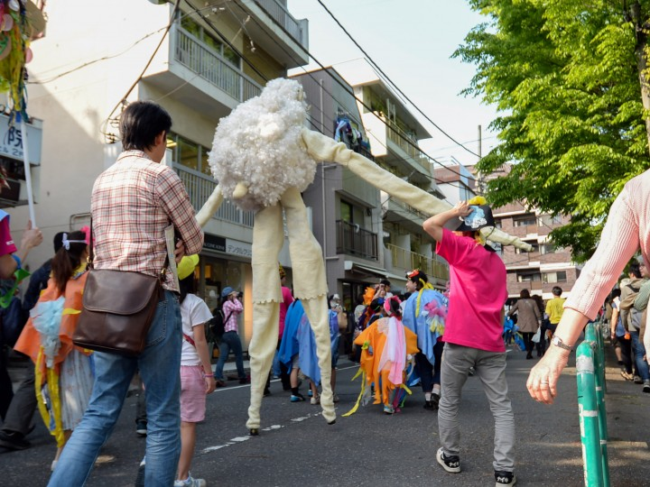 Bikkuri Streets stilt performer